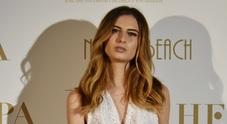 Le Marche a Cannes con Nicole Macchi che sfila firmata Bellesi
