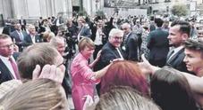 Napoli abbraccia il presidente Steinmeier: «Qui non è Caracas»