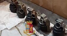 Napoli, cinque bombe a mano «cattivissime» nell'arsenale del clan al Rione Traiano