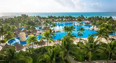 Vita in vacanza col lavoro dei sogni in spiagge e resort di lusso con stipendio da urlo