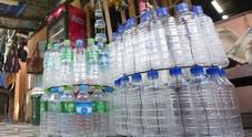 Bottiglie di plastica vietate negli edifici pubblici, proposta del ministro Costa