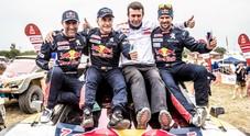 Carlos Sainz con la Peugeot vince la Dakar, sul podio due Toyota