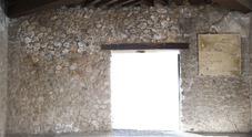 Nuovi crolli a Pompei, cede pannello con frammenti della decorazione della Casa del Menandro