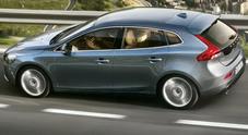 Volvo V40, l'auto più amata dai pedoni: è la prima al mondo con l'airbag esterno