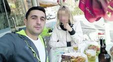 Albano Dova mentre pasteggia sereno in Albania dopo l'evasione