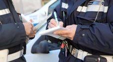 In moto con la patente sospesa e  in possesso di droga: arrestato