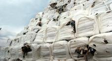 Emergenza rifiuti, ecco il piano anti-crisi: spazzatura trasferita anche al Nord