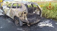 La Volvo XC 60 divorata dalle fiamme