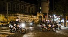 Napoli, si scaglia sui poliziotti con un coltello da 20 centimetri: arrestato 38enne