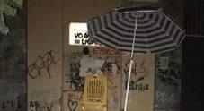 Liceo Sannazaro, «blocco studentesco» con sabbia, sdraio e ombrellone