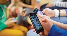 Studente prende a pugni la professoressa: non voleva consegnare il cellulare