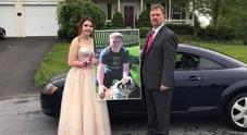 Il figlio muore in un incidente, il padre porta la fidanzata al ballo del liceo Foto