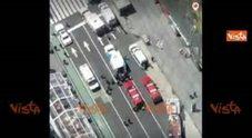 https://statics.cedscdn.it/photos/PANORAMA_MED/84/05/2448405_18_05_17_ny_auto_si_lancia_su_times_square_il_luogo_visto_dall_alto_g01_57_web.jpg