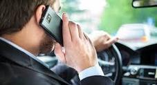 Il Papa incoraggia la Polstrada a multare chi guida col telefonino: «Automobilisti sregolati»