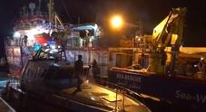 Sea Watch 3 urta la motovedetta della Finanza: il video della collisione in porto