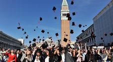 Cerimonia di laurea in piazza San Marco a Venezia