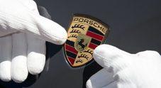Il rapinatore in Porsche: dall'Austria al Garda per assalire i turisti armato di coltello