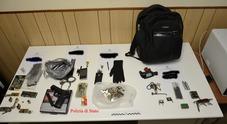 In una casa trovate serrature, chiavi e altri oggetti per compiere furti