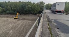 Scatta l'allarme per il ponte: «I piloni erosi dal Metauro» Limitati automezzi e carico