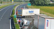 Autoarticolato finisce di traverso,  chiusa la A4 a Portogruaro /Foto  Alle 16 un altro schianto fra due tir