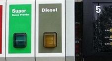 Benzina e diesel, ecco gli aumenti di Pasqua: tutte le compagnie ritoccano i listini