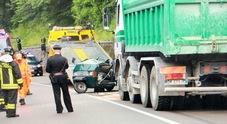 Con l'Ape car contro il camion:  il conducente muore sul colpo