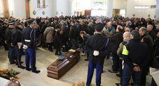 Napoli, lacrime ai funerali di Franco: il vigilante ucciso dalla babygang