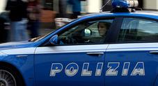 Inseguito dalla volante spara contro la polizia: si cerca uomo in fuga