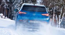 Opel Grandland X plug-in, sicura su ogni terreno. Il piacere di guida è al top