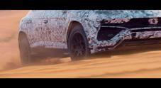 Lamborghini Urus, il Suv del Toro si scatena sulla sabbia