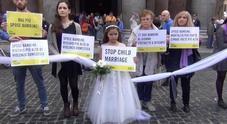 Una manifestazione contro i matrimonio tra ragazzine minorenni e uomini adulti