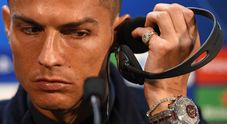 Cristiano Ronaldo e l'orologio di diamanti sfoggiato in conferenza. Ecco quanto vale
