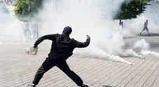 Parigi, scontri sugli Champs-Elysees: i gilet gialli in strada con gli ambientalisti