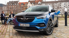 Grandland X Hybrid4, l'elettrificazione secondo Opel