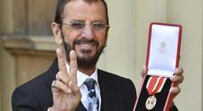 Londra, Ringo Starr è diventato cavaliere della Regina Elisabetta