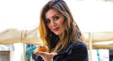 Daniela Martani, vegana contro i vegani: «Una setta, minacciata per fetta di torta»