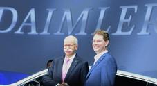 Zetsche cede il volante di Daimler a Kaellenius. Azionisti approvano anche split auto-truck