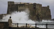 bomba d'acqua a Napoli. A Ischia Maronti spazzati via, lidi distrutti sul litorale flegreo