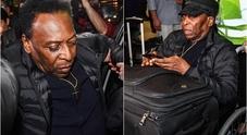 Pelé torna in Brasile dopo il ricovero a Parigi