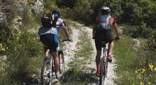 La pedalata con gli amici finisce male: ciclista cade a Piancavallo