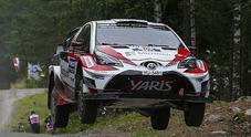 Rally Finlandia, dominio Toyota a metà gara. Lappi in testa, Ogier (Ford) in difficoltà