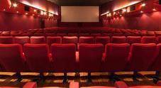 Rimane intrappolato al cinema nel poggiapiedi elettronico e muore