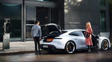 """Porsche, rete di ricarica globale con """"Destination Charging"""". 2000 stazioni con colonnine gratuite per i clienti"""