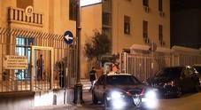 Colpi di pistola nel Napoletano, 24enne incensurata ferita alla gamba: era con il fidanzato