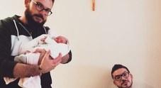 I fratelli gemelli Matteo e Mirko diventano papà lo stesso giorno