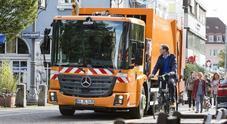 eEconic, l'autocarro elettrico Mercedes arriva nel 2022. Via alla sperimentazione per servizi municipali