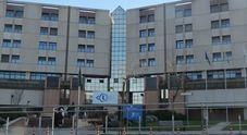 Tamponamento tra tre auto davanti l'ospedale di Torrette: ferite due donne