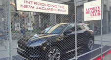 Jaguar E-Pace, show italiano: è la regina della Milano Fashion Week