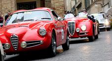 La Mille Miglia compie 90 anni, sfilata a Roma per 450 meravigliose signore d'epoca