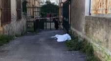 Incidente sul lavoro nel Napoletano: operaio muore cadendo dal tetto di una scuola